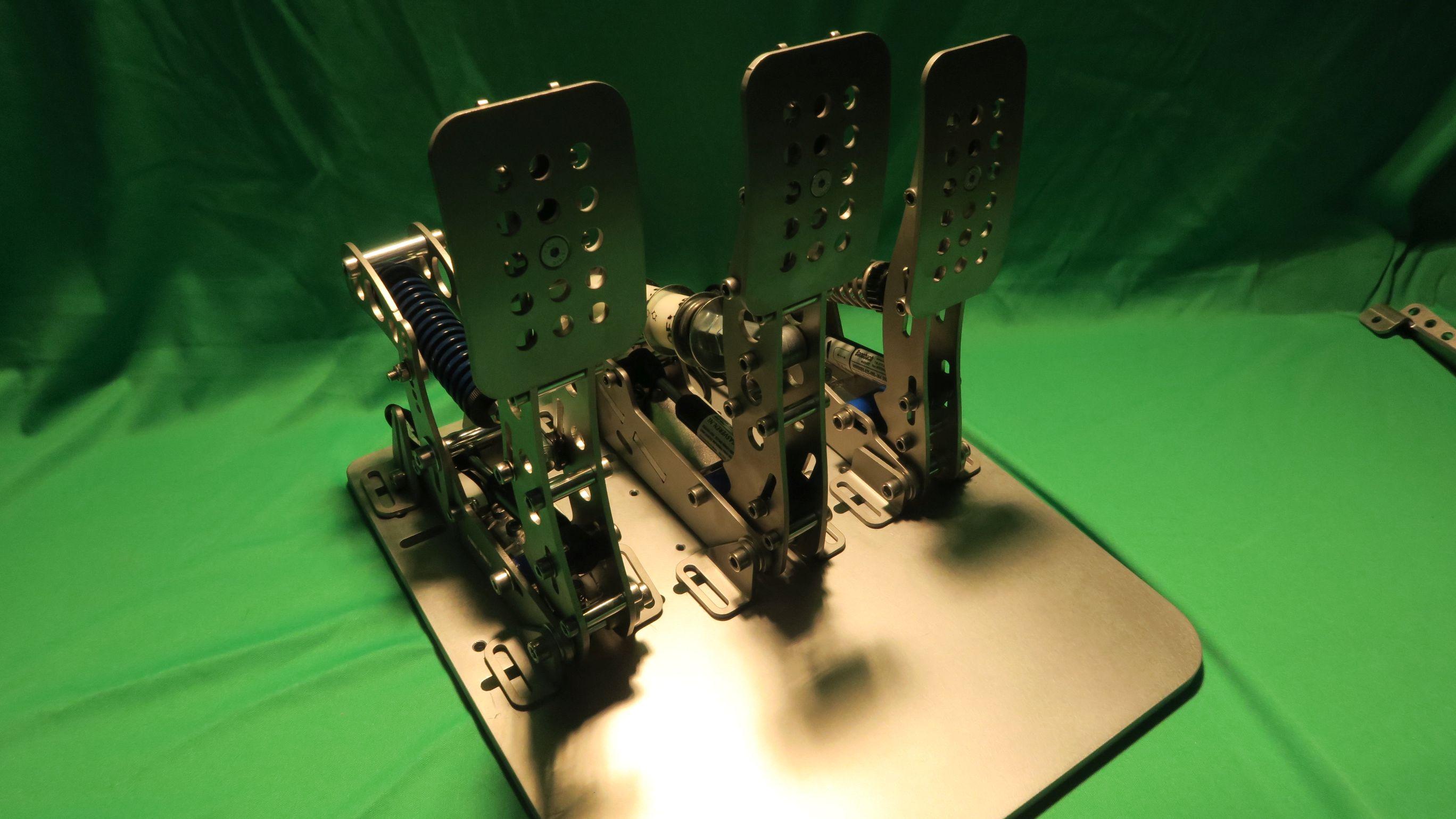 Hardware im Test: Heusinkveld Sim Pedals Ultimate - Profi